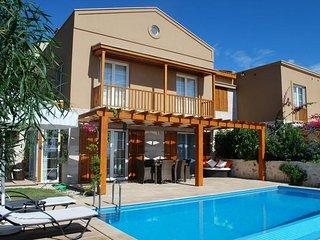 LaVanta Villa Oceanic - 3 Bedroom villa with private pool and sea views.