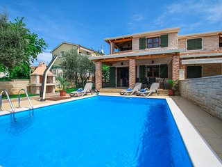 Villa Mare with pool near Lanterna