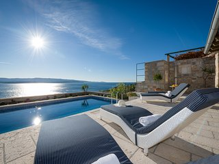 Magical SeaView Villa with 3 bedrooms and heated Pool near Bol
