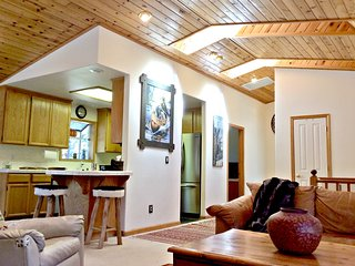 1119 Oxford CT Great Location !!  Kings Beach Cabin