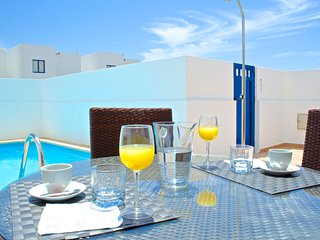 2-Bedroom vacation villa with private pool & BBQ just behind Marina Rubicon