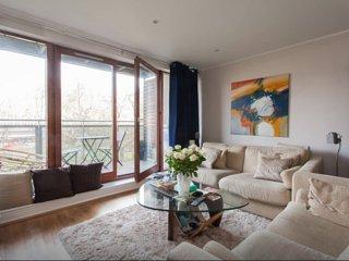 1bd 1 bath modern flat with balcony in Aldgate