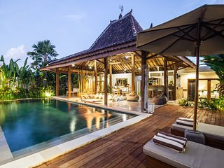 Villa Marula - Luxurious 3BR & Private Pool Villa 5min away from Seminyak