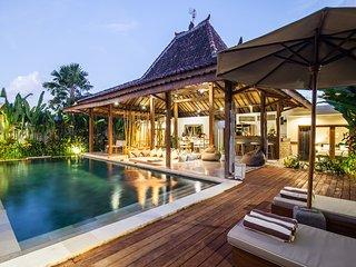 Villa Marula - Luxurious 3BR & Private Pool Villa 5min away from Seminyak