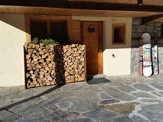 Chalet Apartment Chamonix: log fire, sauna, ensuite showers, parking, gardens