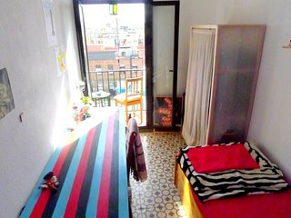 BRIGHT ROOM IN CHARMING BARCELONA FLAT, Barcelona