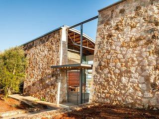 Sea Front Luxury Private Villa next to Sandy Beaches