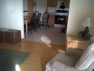Great location, place & VA2LUE, sleeps 6 close to everything w/WiFi, pets ok
