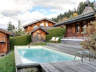 Chalet with a pool and jacuzzi in Megeve, Demi-Quartier