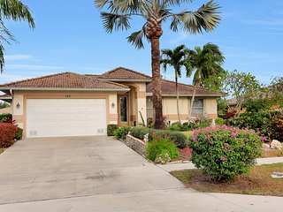 Escape Winter! Waterfront Home With Heated Pool & Sunny Lanai.  Close To Beach., Marco Island