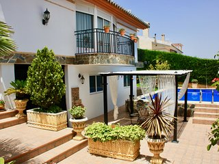 Villa Romana Granada, the perfect Stay. With Garden,Pool and WiFi. Ready 2 chill, Otura