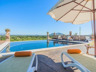 Amazing Villa Son Chete with Infinity Pool and Great Views, Buger