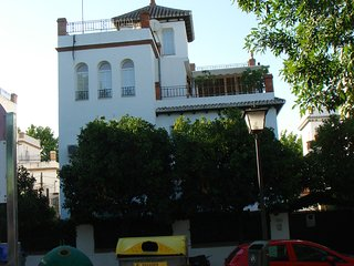 SEVILLA PENHOUSE TERRACE EASY PARKING WIFI BIKES FREE