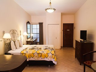 Comfortable Studios. 1 or 2 beds. Kitchenette. Wifi. Managua Center.