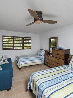 Rock house twin bedroom w/ sleeper