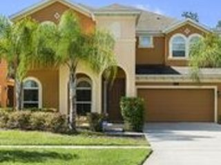 Beautiful 6 Bedroom 5.5 bath with Game room and Pool, Orlando