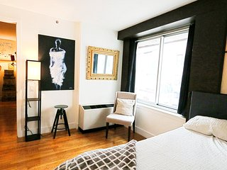 Super Cool Private Room in 3 Bed, 2 Flr., 2 Bath, Brooklyn
