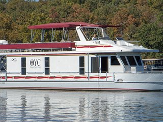 65 Foot Luxury Houseboat, Sleeps 8, Access To Private Beach And Pool