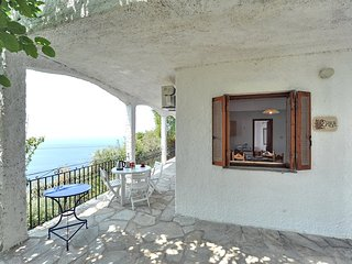 Villa ERIKA. Private access to the sea. Privileged view of the Egean sea., Glossa
