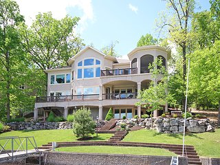 6 Bedroom Lakefront Home in Prestigious Porta Cima - Sleeps 18, Lake Ozark