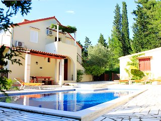 "Apartment Nives ""B"" with pool and garden, Mlini"