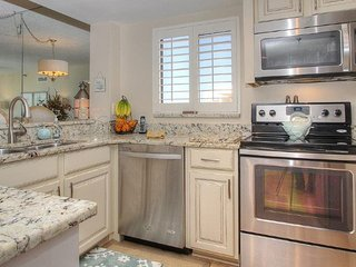 Gorgeous fully equipped kitchen at AD503 makes it easy to picnic on the beach!
