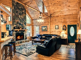 Deluxe Family Cabin 5BR 3BA | Hot Tub | Game Room | 26ft Ceiling | Trout Fishing