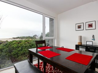 Modern oceanfront condo w/shared hot tub & easy beach access - dogs ok!