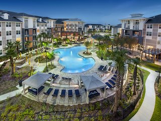 LUXYRY Apt near International Dr. & Disney Parks, Orlando