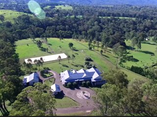 Kurrajong Farmhouse Homestay bnb