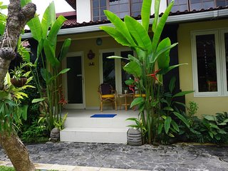 Angel House; Jepun Suite 1 X-King/ 2 X-single -Boutique Ubud B&B on a budget., Mas