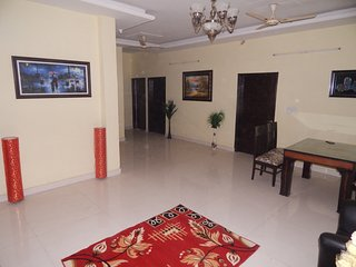 Spacious Service Apartment South of Delhi in the middle of Greens & Oxygen