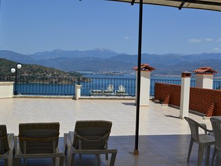 2 bedroom apartment with shared pool in the centre of Fethiye sleeping upto 6