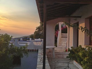 Casa JASMINE. Private access to the sea. Privileged view of the Egean sea.