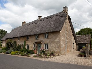 Lavender Cottage, Taynton, Burford