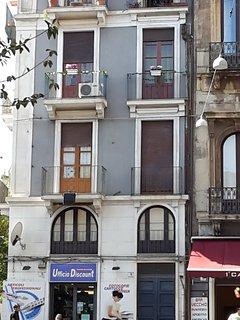 balconi su piazza centrale