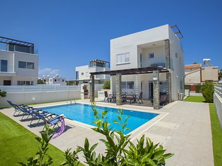Protaras Villa Anemoni- Modern & Spacious - Central Location - Walking Distance