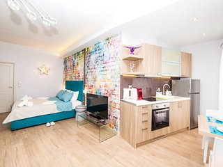 Graffiti - Stylish Studio in the City Center!