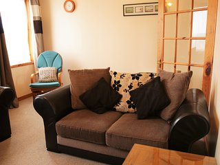 SKARF, The Decca Apartments: 3 Bedroom House Sleeps 6., Lerwick