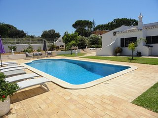 Casa Da Azinheira & Private Pool, WIFI, Air Conditioning near Vilamoura