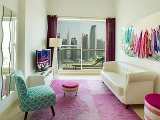 431- Beautiful Apartment Overlooking The Canal, Dubai