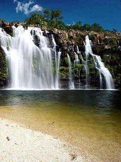 Cachoeira Poço Encantado, na estrada de acesso para Cavalcante, Goiás.