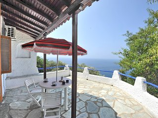 Casa VERONICA. Private access to the sea. Privileged view of the Egean sea.