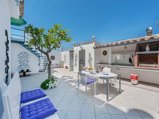 2 BEDROOM REFURBISHED HOUSE 50 METERS FROM THE BEACH WITH INTERNET AND AIR-CON