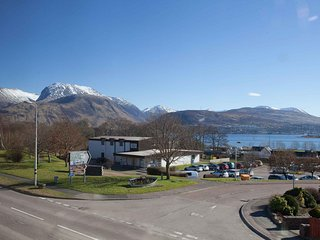 Modern Apartment, Great views with transport links, Corpach