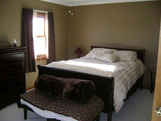 Roomy, close to beach, outlets and Dogfish Brewery ( ROOM 3 ), Milton