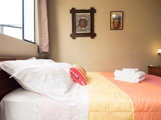 Linda Habitación Doble con Baño Privado WiFI y Desayuno Casero Gratis