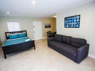 Studio Apartment near the beach WIFI&Parking