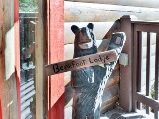 Bearfoot Lodge has a perfect view of the woods, Ridgedale
