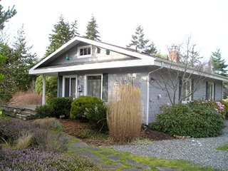 Colorful & Restful Marcia's Ocean View on South Whidbey's West side!